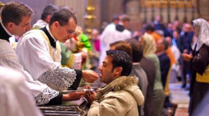 """""""El Papa rechaza la conducta de católicos que van a Misa pero llevan una doble vida"""""""