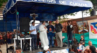 Sacerdotes y Obispos de Cúcuta y San Cristóbal sirven en la Casa de Paso 'Divina Providencia'