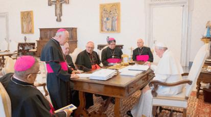 """El Papa Francisco instó a la Iglesia de Venezuela a seguir ayudando """"al pueblo que sufre"""""""