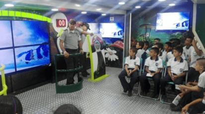 Bus interactivo de la Policía, llegó al municipio de Pamplona