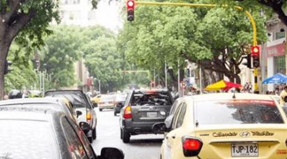 Quejas por mala sincronización de semáforos que generan trancones
