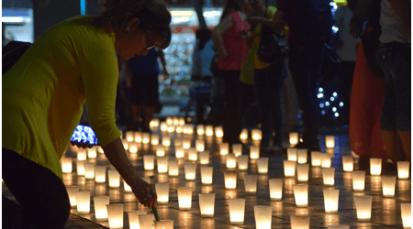 La fe ilumina el parque Santander el día de velitas